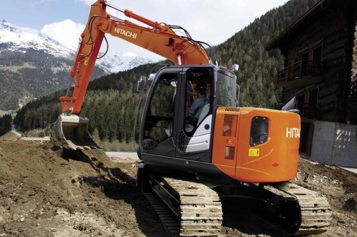 Escavatori Hitachi Zaxis 135 US e Volvo EC220